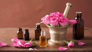 فوائد زيت الورد للبشرة بالوصفات الطبيعية