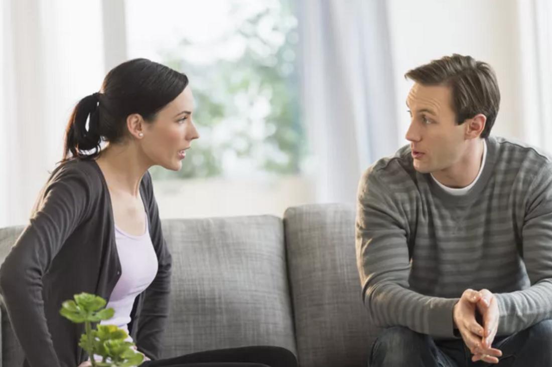 مصارحة الزوج الذي يتحدث مع البنات بمشاعرك