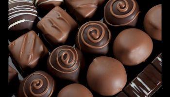 فوائد الشيكولاتة الداكنة… سر جمال المرأة