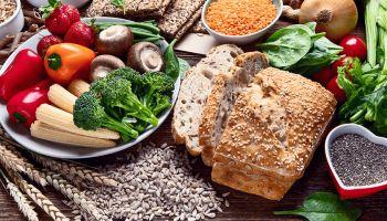 الأطعمة التي لا يجب تناولها على معدة فارغة