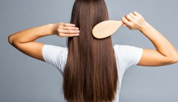 أسباب تساقط الشعر وطرق علاج
