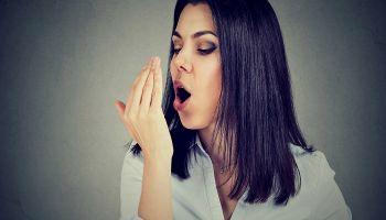 أطعمة للقضاء على رائحة الفم الكريهة