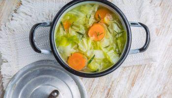 طريقة عمل حساء الكرنب لحرق الدهون