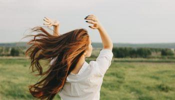 نصائح للوقاية من جفاف الشعر في الصيف